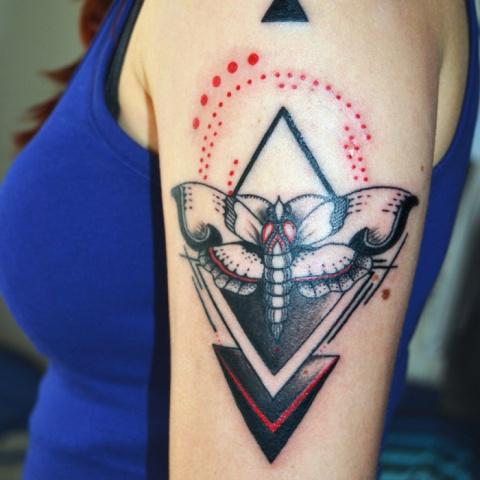 Tetování motýla ve stylu black and red