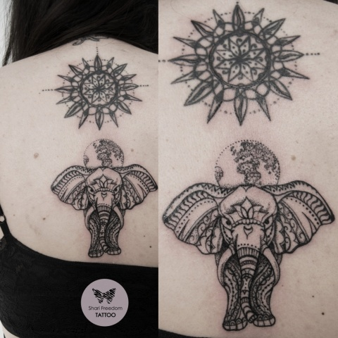 ornamentální tetování slona na zádech
