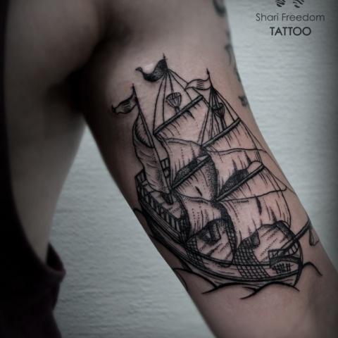 Tetování lodě ve stylu black art / linework/ dotwork tattoo of old ship