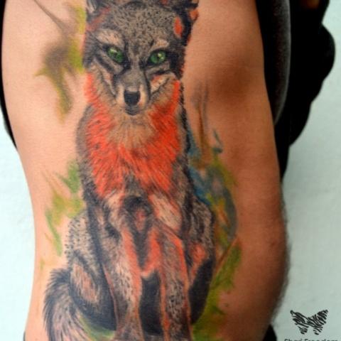 barevné realistické tetování lišky a aquarelovým pozadím/ colour realistic tattoo of fox with aquarelle background